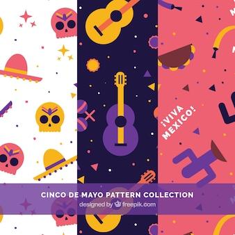 Flache Muster mit farbigen mexikanischen Elementen