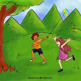 Fröhliche Kinder mit einem Drachen spielen im Park