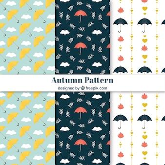 Herbstmuster mit Regenschirmen