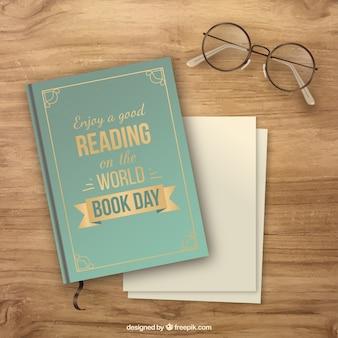 Hölzerner Hintergrund mit Buch und Brille in realistischen Stil
