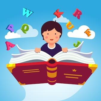 Junge Student fliegen auf einem magischen Primer ABC Buch