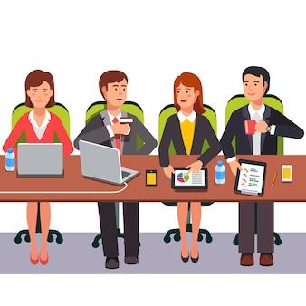 Kleine Zusammenarbeit Team zusammenarbeiten