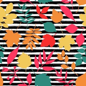 Nahtlose Muster der Blätter im Herbst