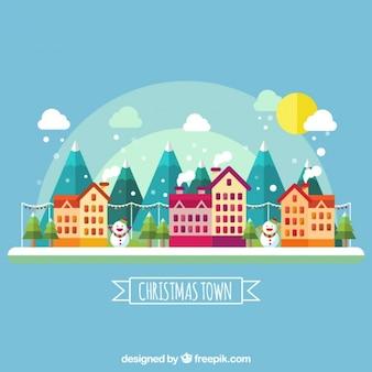 Nette Stadt mit Häusern und Bergen im flachen Design