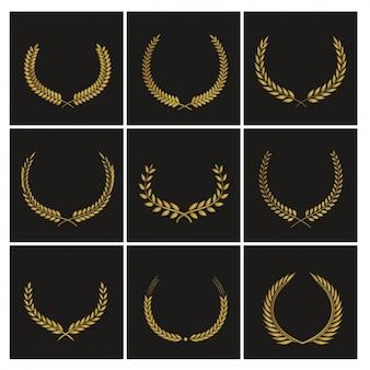 Neun Abzeichen für Auszeichnungen