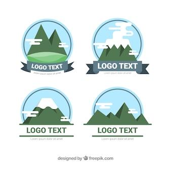 Packung Logos mit Bergen in flachem Design