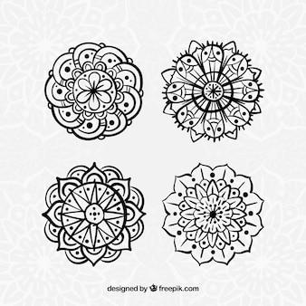 Packung von Hand gezeichneten Mandalas