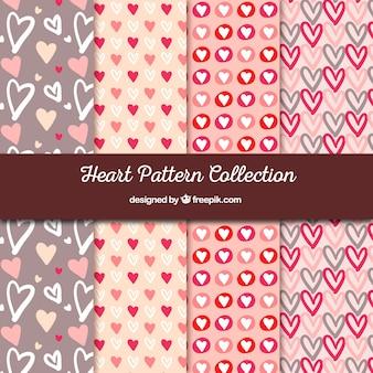 Reihe von Mustern mit Hand gezeichneten Herzen