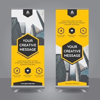 Roll-up-Banner mit gelben polygonalen Formen