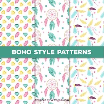 Set von drei Mustern mit farbigen Boho-Elementen