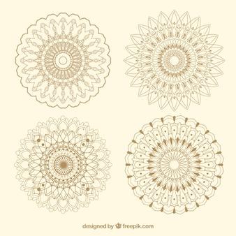 Set von eleganten handgezeichneten Mandalas