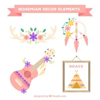Set von ethnischen Gegenständen in Pastellfarben