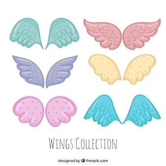 Set von handgezeichneten farbigen Flügeln