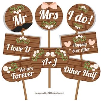 Set von hölzernen Hochzeitsplakaten