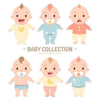 Sortiment von süßen Babys in den Pyjamas