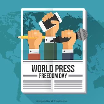Zeitungshintergrund mit Fäusten, die Freiheit der Presse beanspruchen