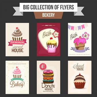A coleção grande de panfletos ou de modelos da padaria projeta com ilustração de cupcakes e de filhós doces