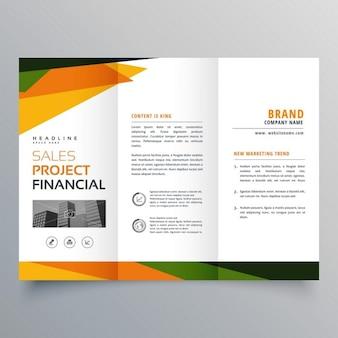 Apresentação modelo de brochura com três dobras com formas geométricas abstratas