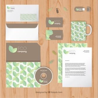 artigos de papelaria ecológica com detalhes folhas planas