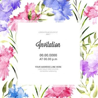 As flores cor-de-rosa e roxas decoraram o cartão do convite.