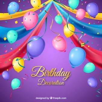 Balões coloridos com decoração de aniversário