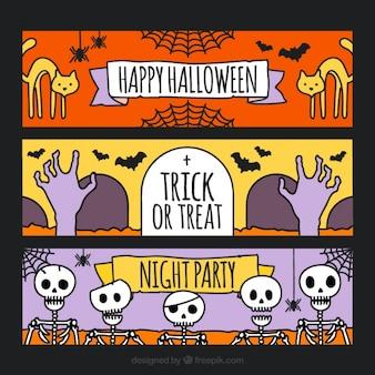 Bandeiras coloridas de Halloween com itens assustador