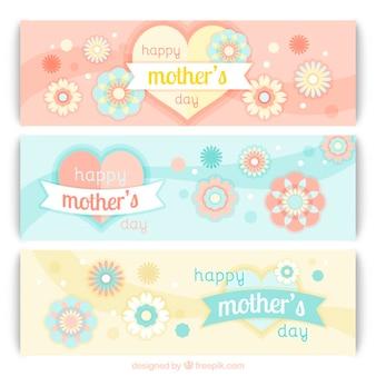 Bandeiras encantadoras do dia das mães com corações e flores