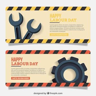 Bandeiras planas com ferramentas para o dia do trabalhador internacional