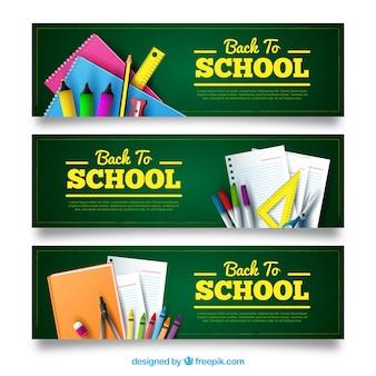 Banners coloridos com materiais escolares realistas