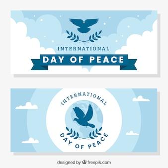 Banners do dia da paz com silhueta dos pombos