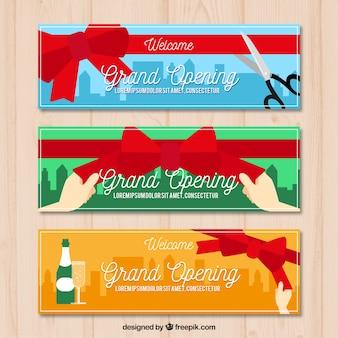 Banners planos de inauguração com estilo divertido