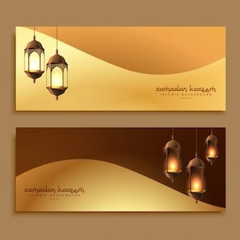 belos banners Ramadan douradas com lâmpadas penduradas