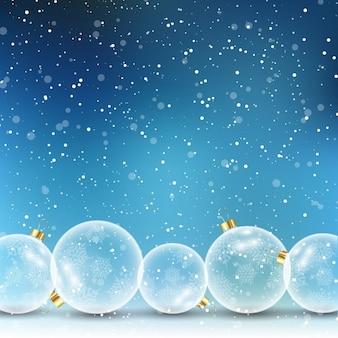 Bolas de Natal de vidro sobre um fundo de neve