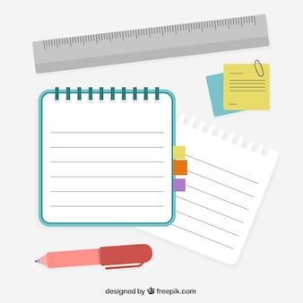 Caderno com pena e régua