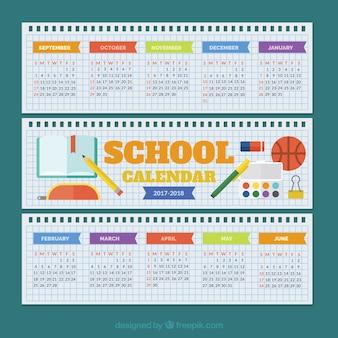 Calendário escolar em papéis espirais para caderno
