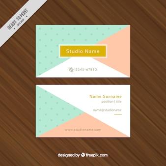 Cartão corporativo com formas azul e rosa