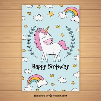 Cartão de aniversário com unicórnio e nuvens desenhadas à mão