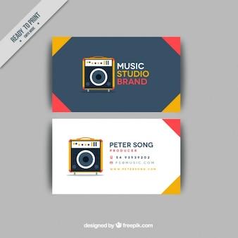 Cartão de visita com um amplificador para um estúdio de música