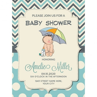 Cartão do chuveiro do menino bonito com bebê pequeno sob o guarda-chuva