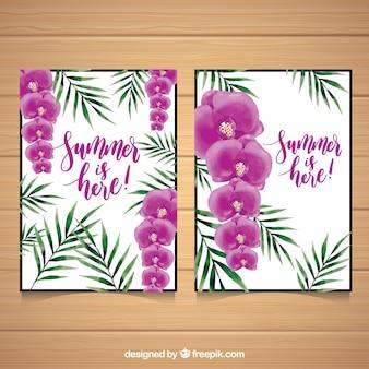 Cartões de verão com flores e folhas de palmeira