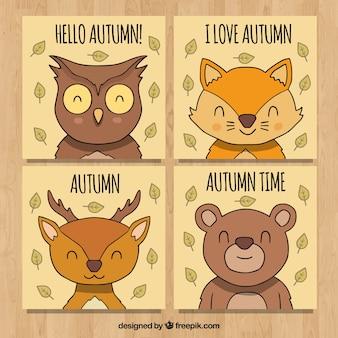 Cartões desenhados a mão do outono com animais sorrisos
