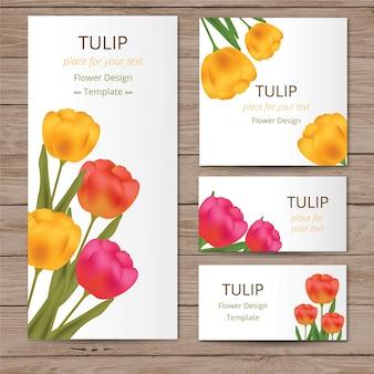 Cartões florais com tulipas na textura de madeira