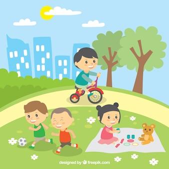 Cena bonita de crianças brincando ao ar livre