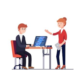 Chefe de projeto mulher falando com um homem programador