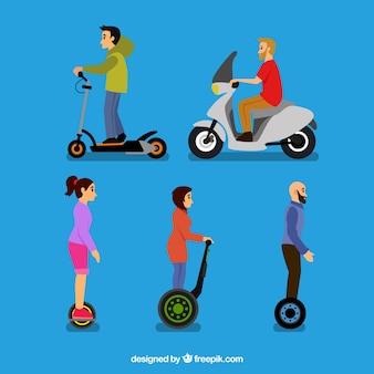 Cinco pessoas em scooters elétricos