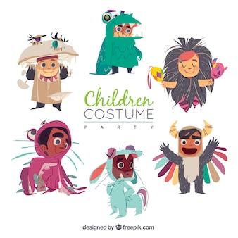 Coleção de crianças felizes vestindo trajes