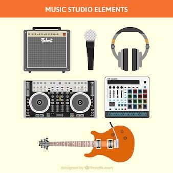 Coleção de equipamentos de gravação em um estúdio de música