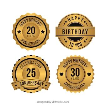 Coleção dourada de crachás de aniversário