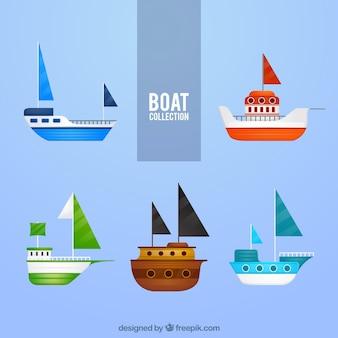 Conjunto de barcos coloridos em design plano