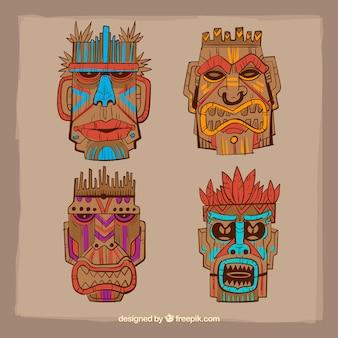 Conjunto de máscaras tribais de madeira desenhadas a mão